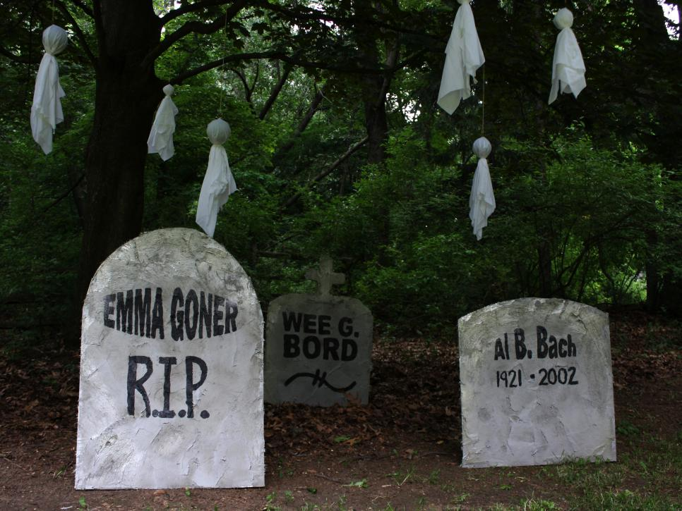 punny grave marker halloween decorations