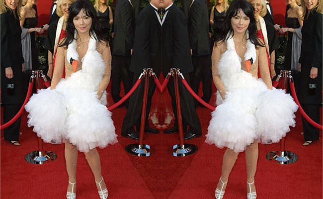 Björk – Swan Dress (2001)