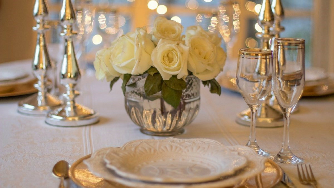 Royal Wedding fancy tableware for guests to dine with
