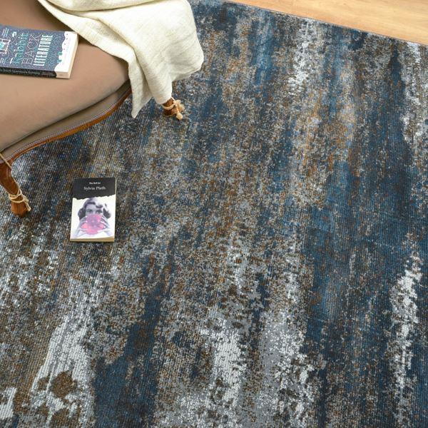 Strata rugs