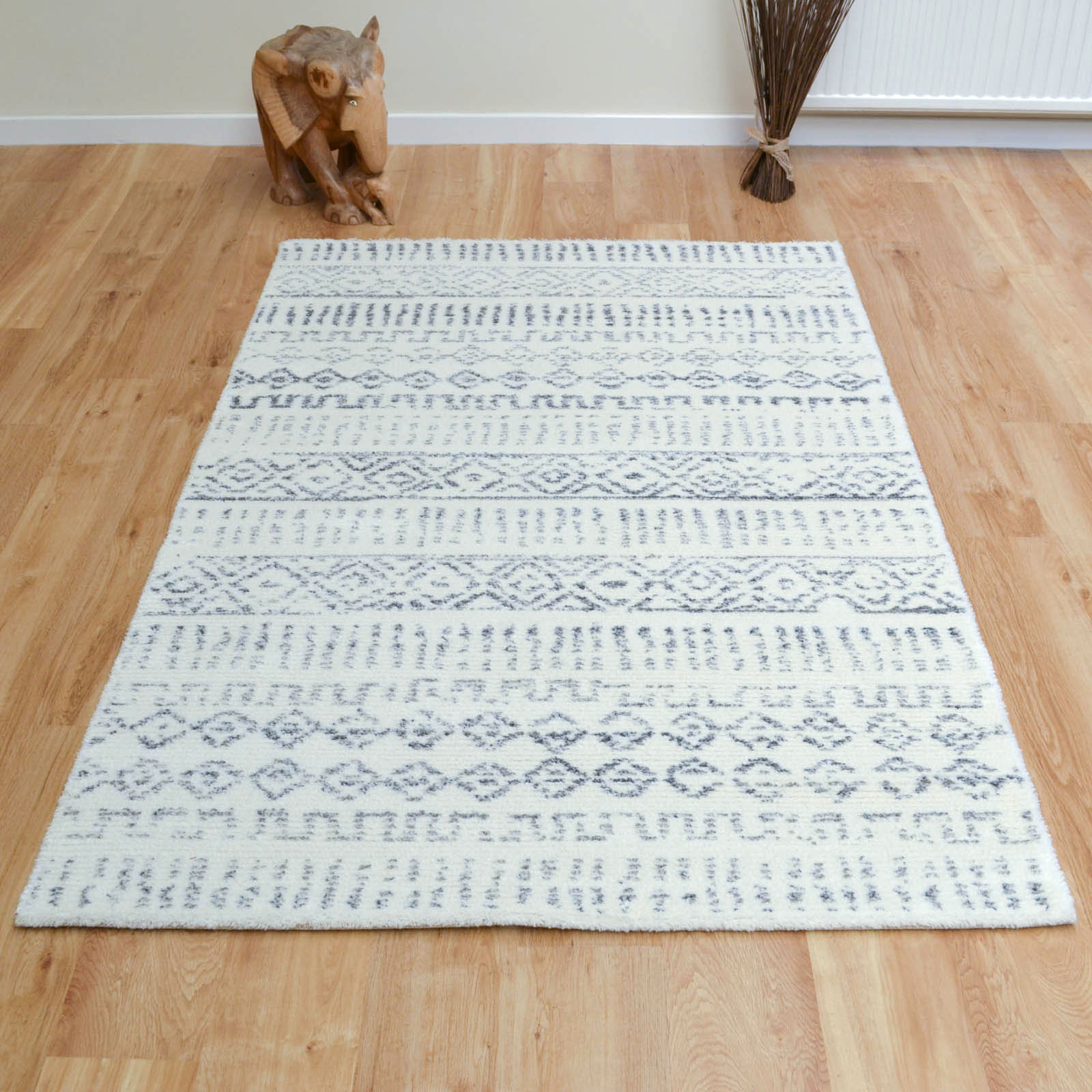 Chelsea Rugs 2205 102 in Ivory and Grey