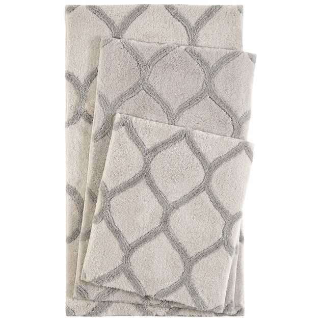 Oriental Tile Bath Mats 2427 04 in Cream and Silver by Esprit