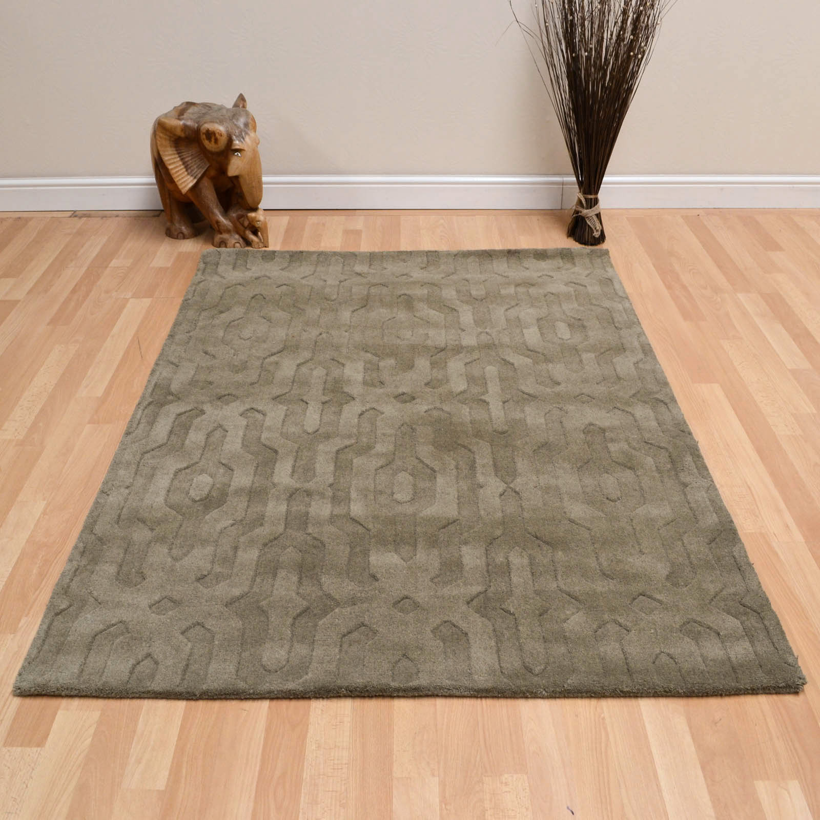 Amaris Rugs in Taupe