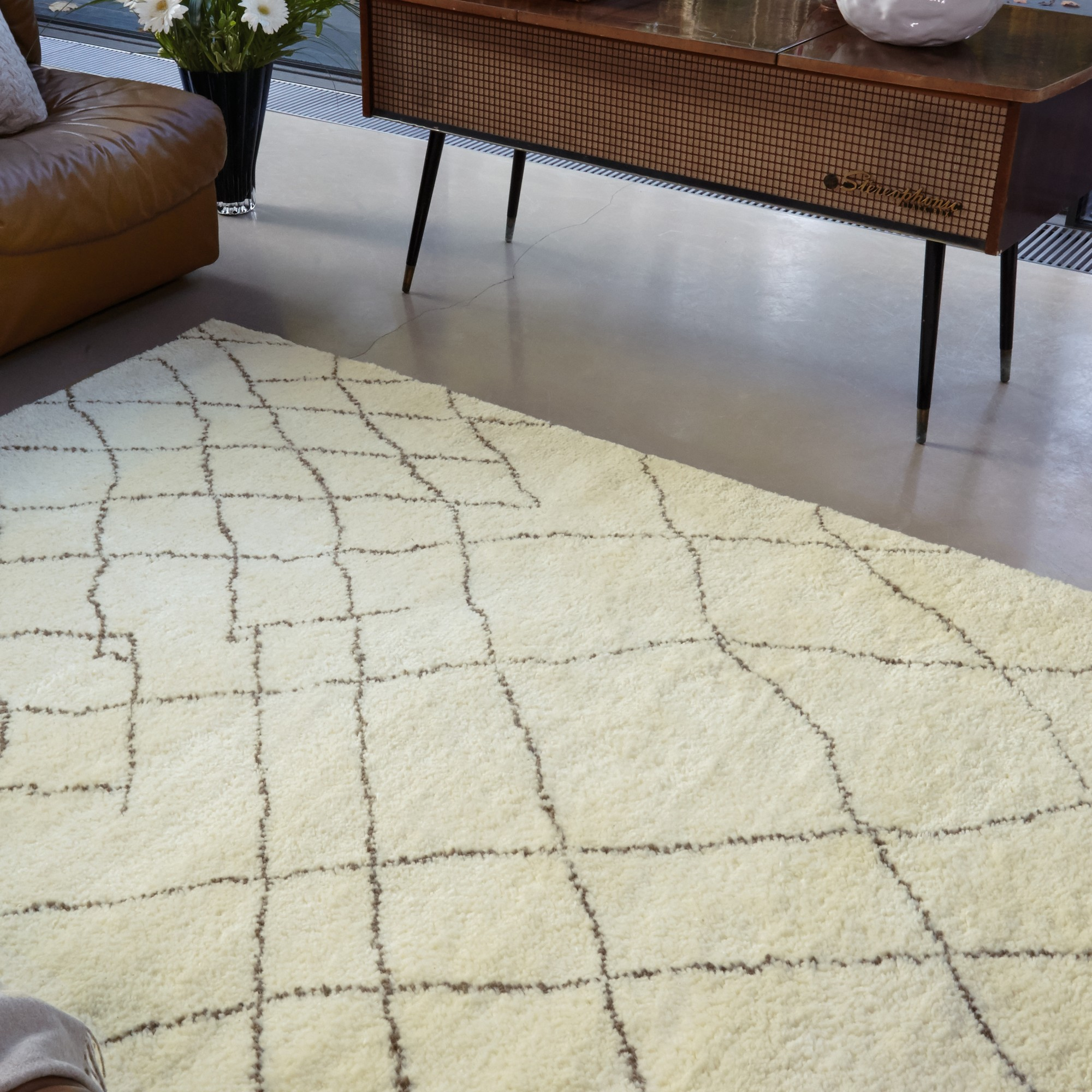 Amira Rugs AM005
