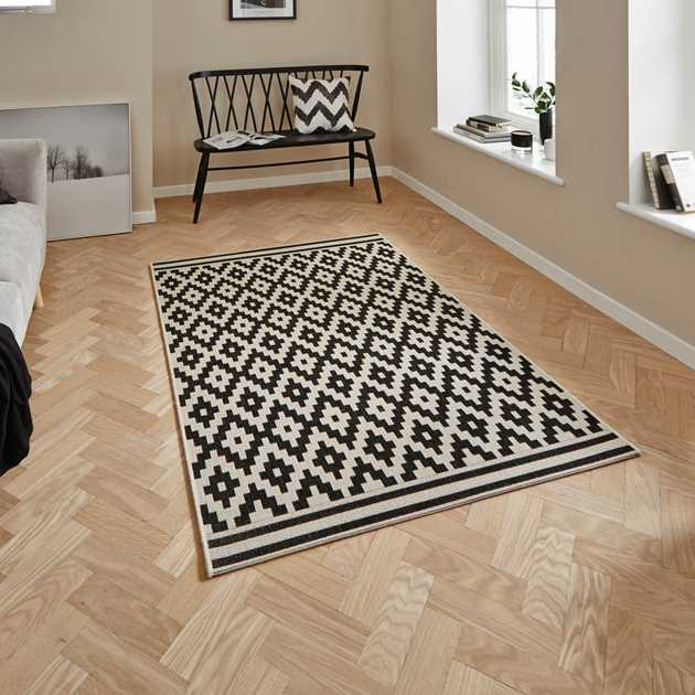 Cottage Rugs CT5581 in Black and White