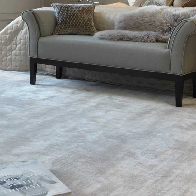 Katherine Carnaby Chrome Rug in Pearl