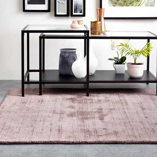Delano Plain Rugs in Rose