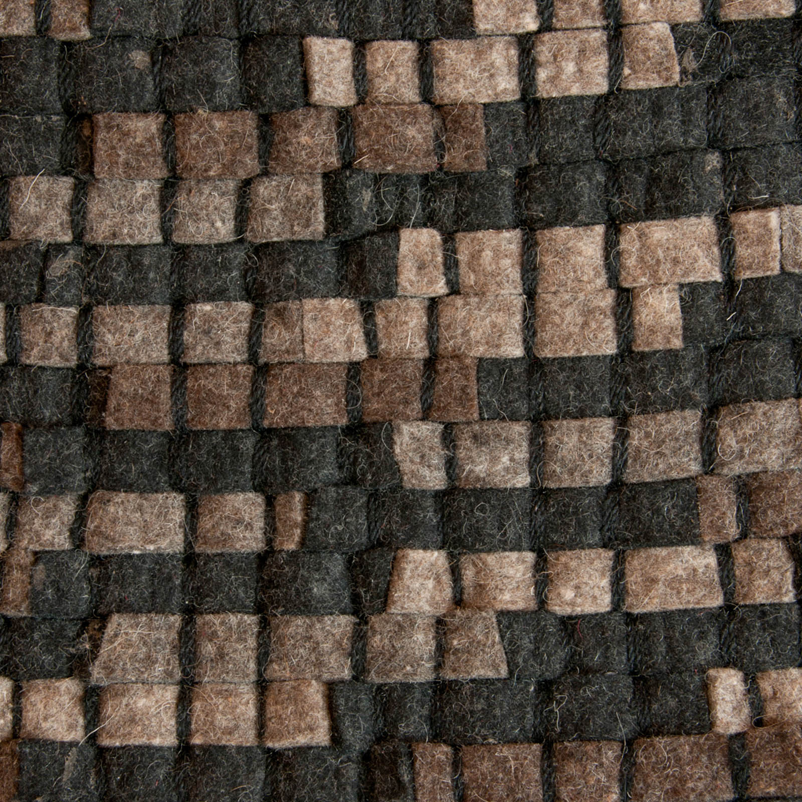 Stone Rugs 900 in Brown and Black