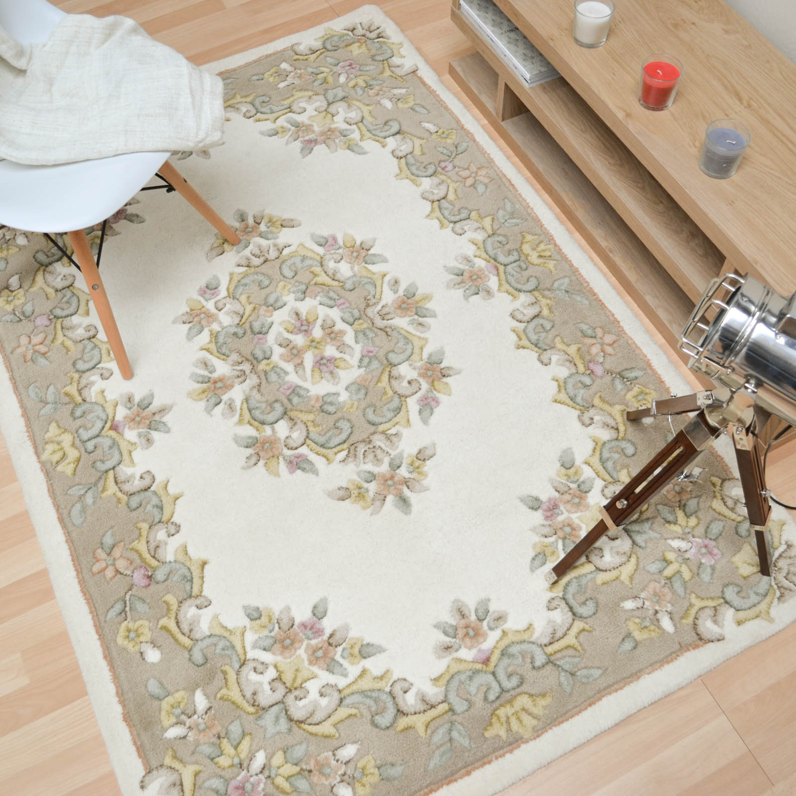 Jewel Traditional Wool Rugs in Ivory Beige