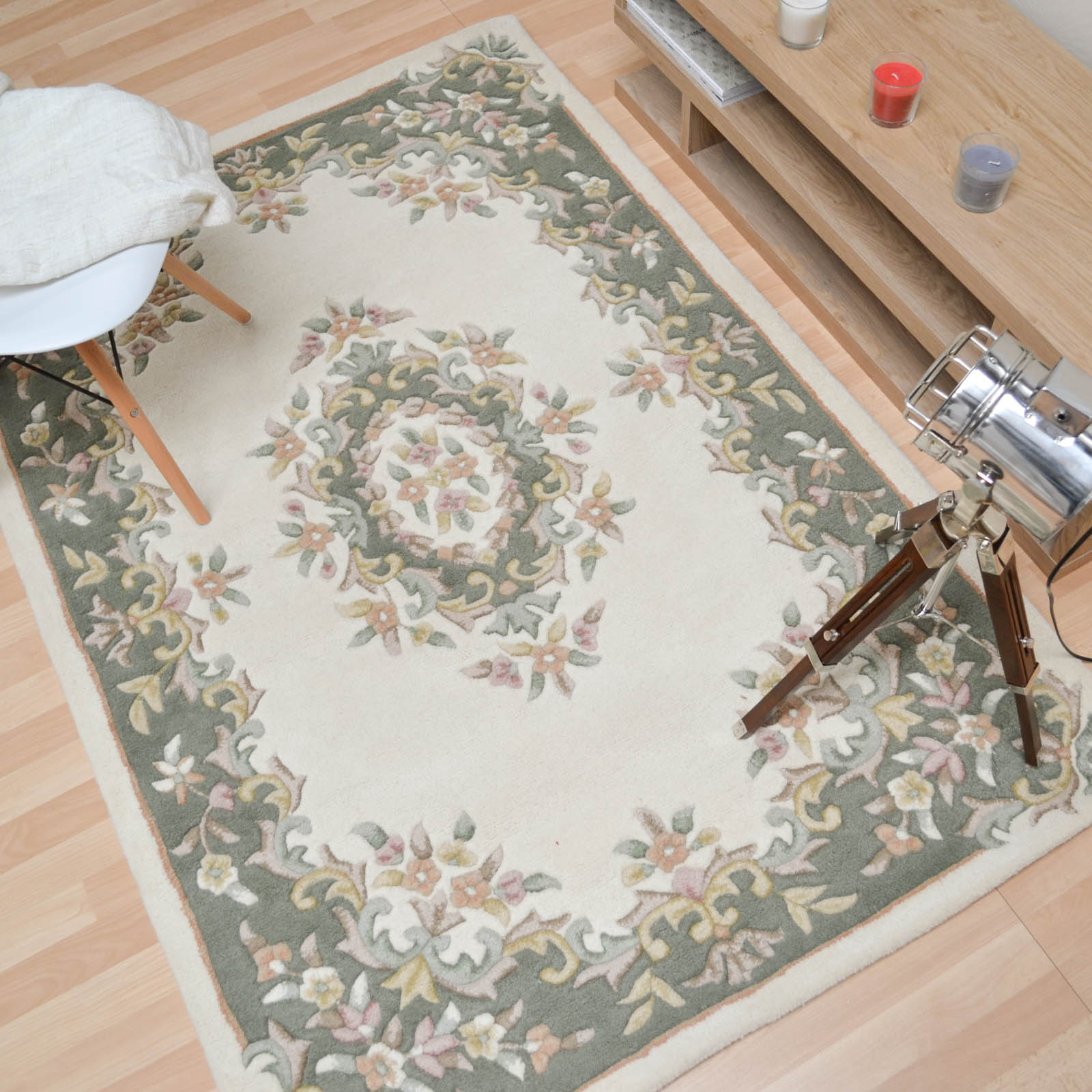 Jewel Traditional Wool Rugs in Ivory Green