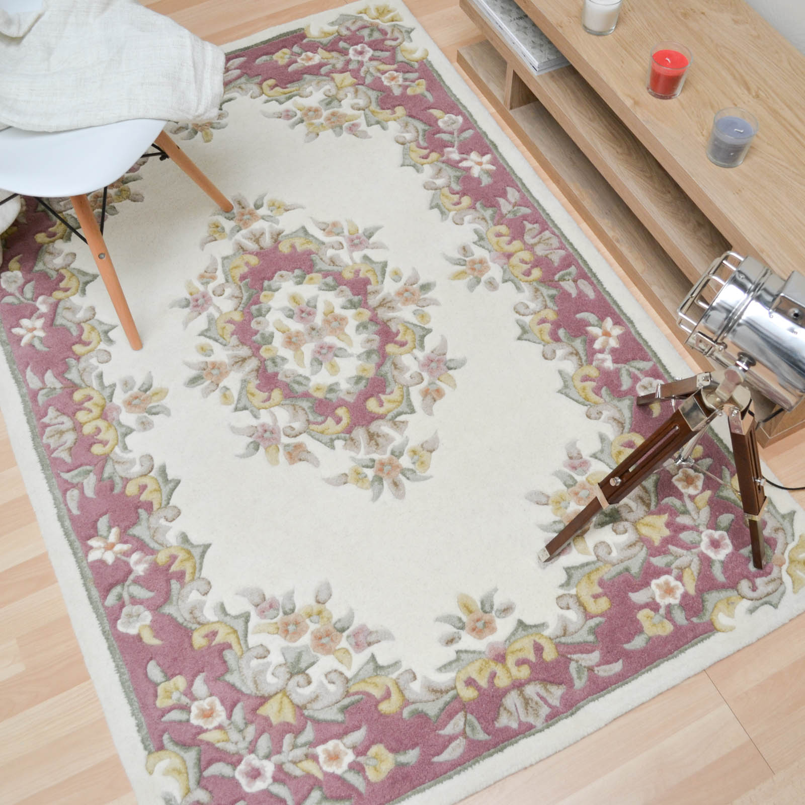 Jewel Traditional Wool Rugs In Ivory Pink