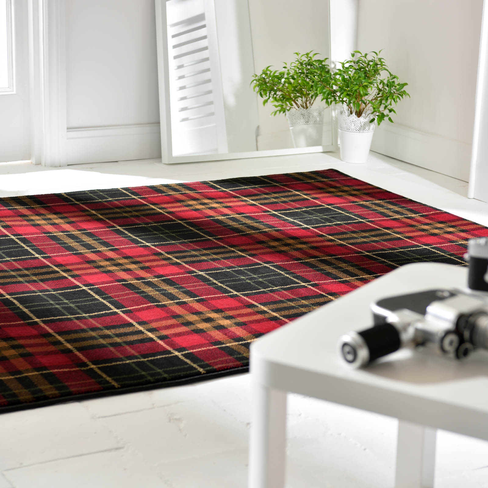 Glen Kilry Rugs in Red and Black