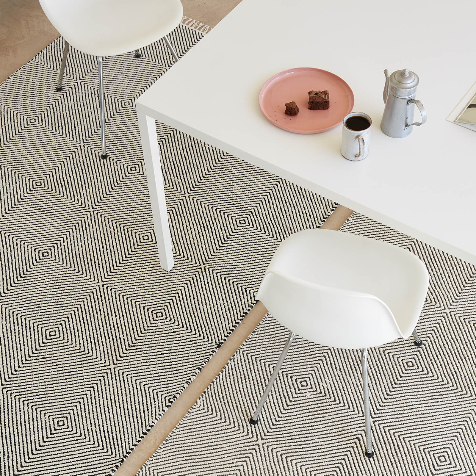 Muse Flatweave Rugs MUS01 in Black and Ivory