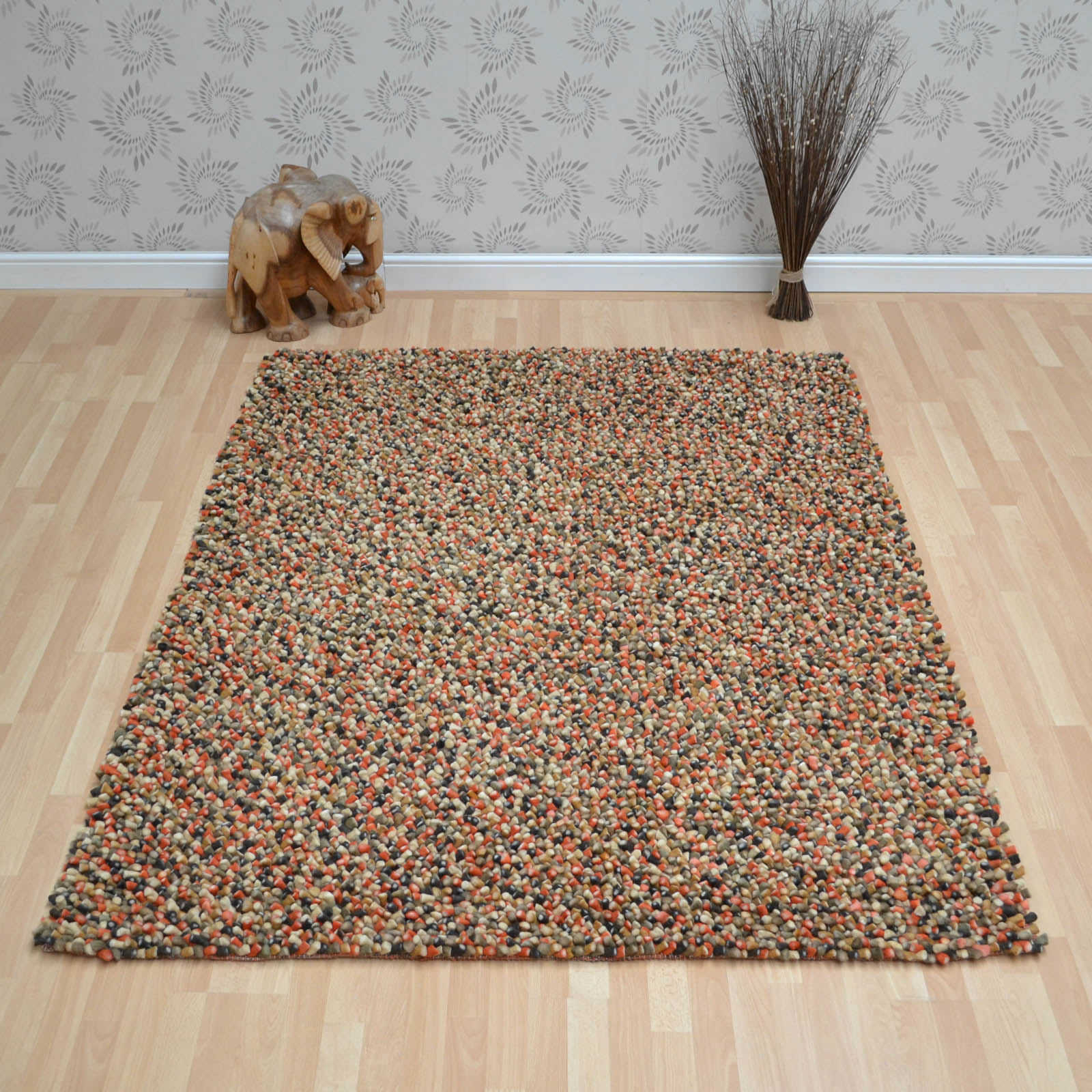 Tashen Rugs in Red Green
